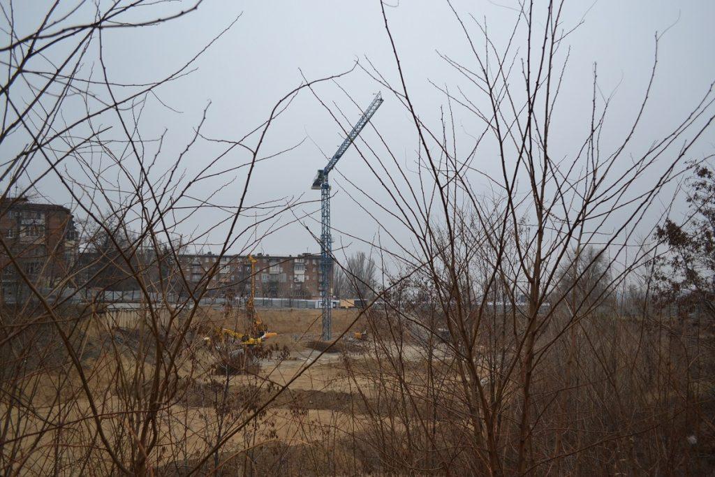 Новый жилищный комплекс в Запорожье: как выглядит место строительства и спуск к нему (ФОТОРЕПОРТАЖ)