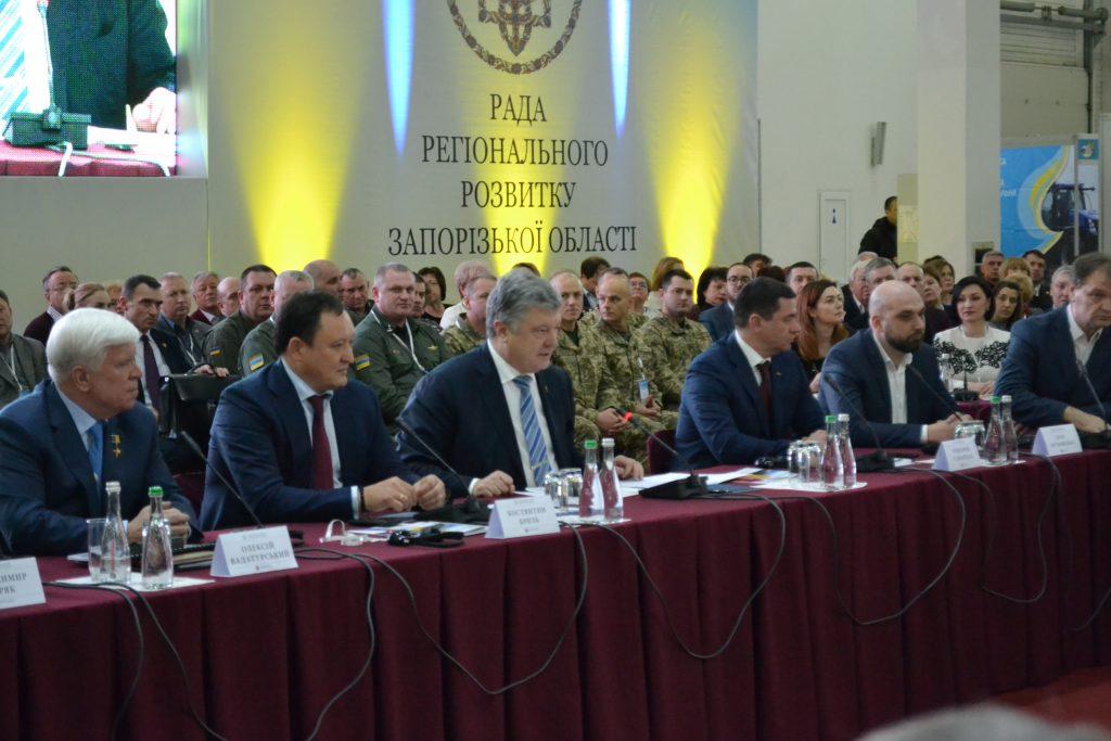 «Теперь у него есть модная розовая шапочка»:  Владимир Певченко об итогах недели и визите Порошенко
