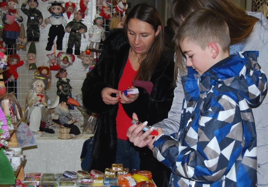 В Запорожье ко Дню всех влюбленных прошла ярмарка (ФОТО)