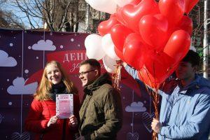 Фестиваль сладостей, рекорд и брак на сутки: как в Запорожье отпраздновали День влюбленных (ФОТО)