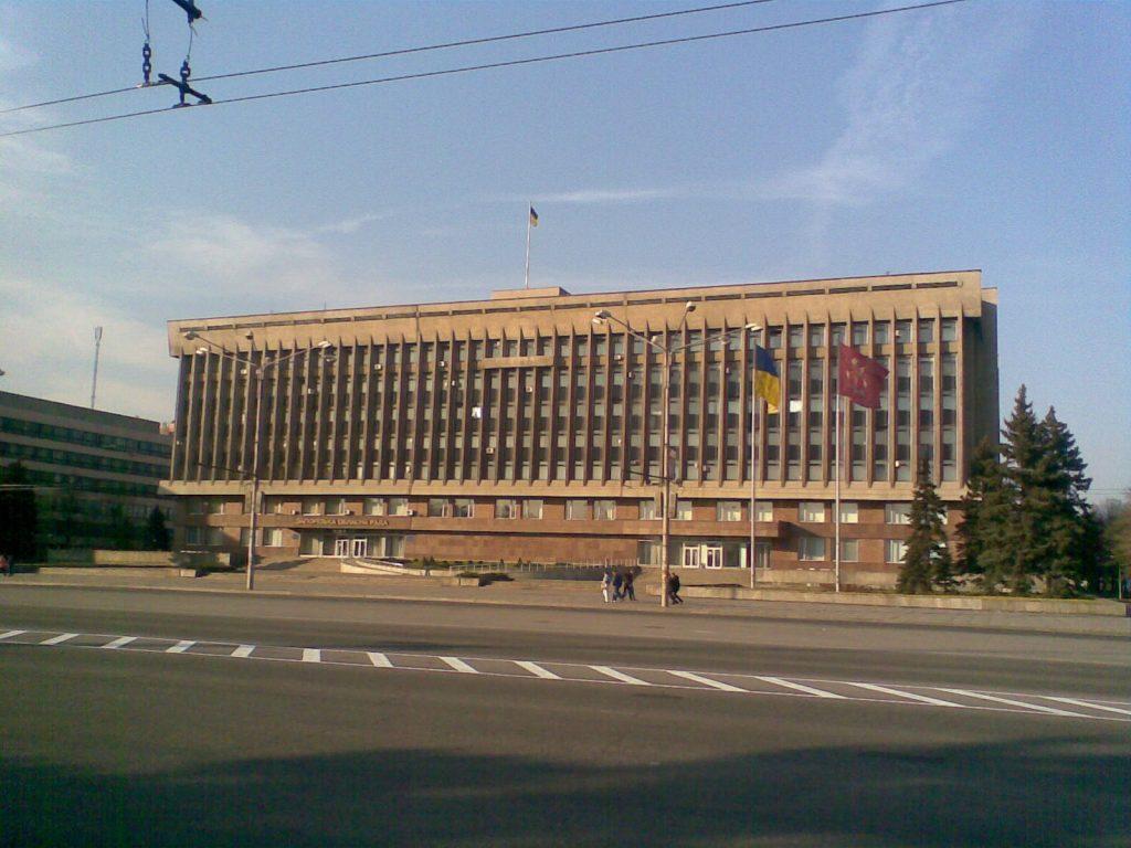 В Запорожской ОГА объяснили, почему отгородились от облсовета решетками