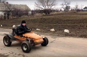 В Запорожской области местный житель собрал оригинальное транспортное средство (ВИДЕО)