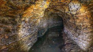 В Запорожской области диггер пробрался в старинные пещеры христианской секты (ВИДЕО)
