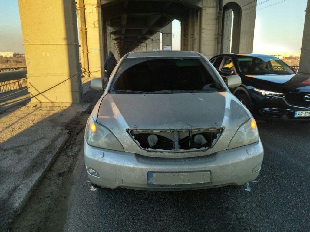 В полиции прокомментировали инцидент с частью моста, упавшей на авто в Запорожье (ФОТО)