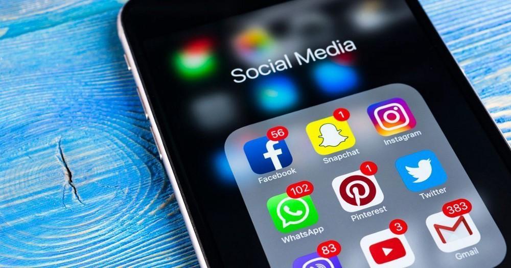 Фейсбук-губернатор: Константин Брыль за сутки посвятил 12 постов Нацкорпусу