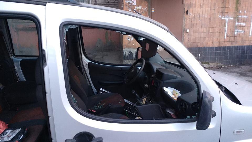 В Запорожье полиция задержала злоумышленника, повредившего авто активиста (ФОТО)
