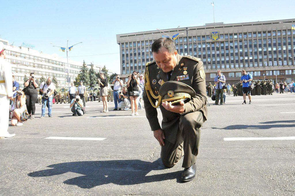 «Будешь извиняться на коленях»: лидер запорожского Нацкорпуса ответил Брылю
