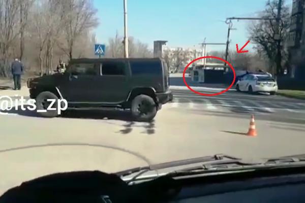 В сети появилось видео ДТП с перевернутой маршруткой в Запорожье