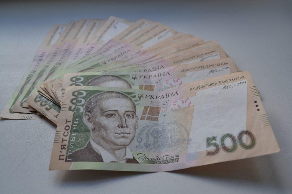 В Запорожской области  средняя зарплата упала ниже 10 тысяч
