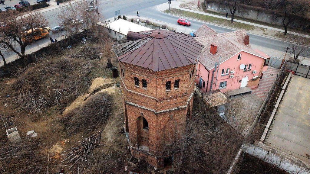 В Запорожье пытаются спасти от сноса старинную водонапорную башню (ФОТО)