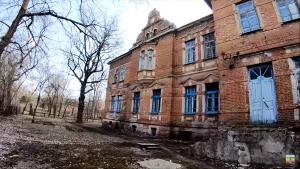 В Запорожской области блогер искал под старинной больницей туннель (ВИДЕО)