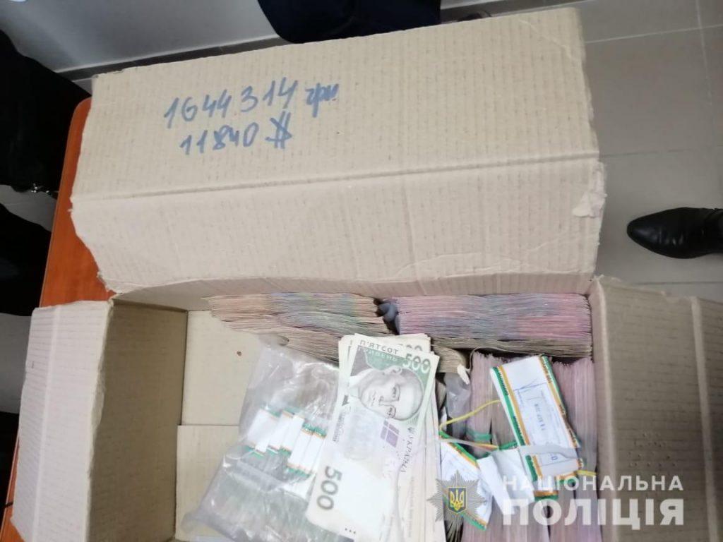 В Черкассах избиратели, решившие продать голос, остались без денег: полиция накрыла штаб по подкупу (ВИДЕО, ФОТО)