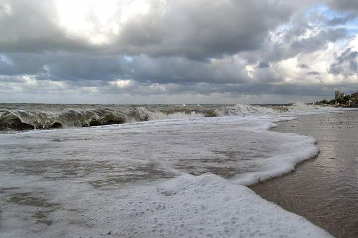 На запорожском курорте море «съедает» берег (ВИДЕО)