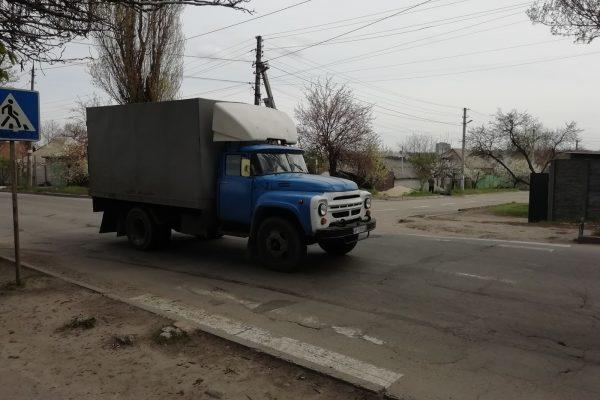 Знаки в кустах и стертая разметка, или почему дороги в Запорожье не становятся безопасней