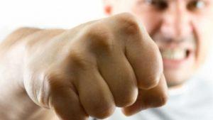 В Мелитополе капитан полиции на вопрос представиться нанес удар в лицо (ВИДЕО)