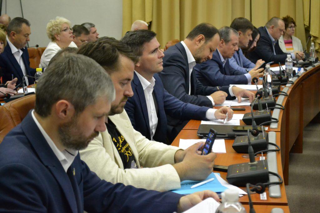 Строительство аэропорта, митинг против неисправных лифтов: в Запорожье проходит 39 сессия горсовета (ФОТОРЕПОРТАЖ)