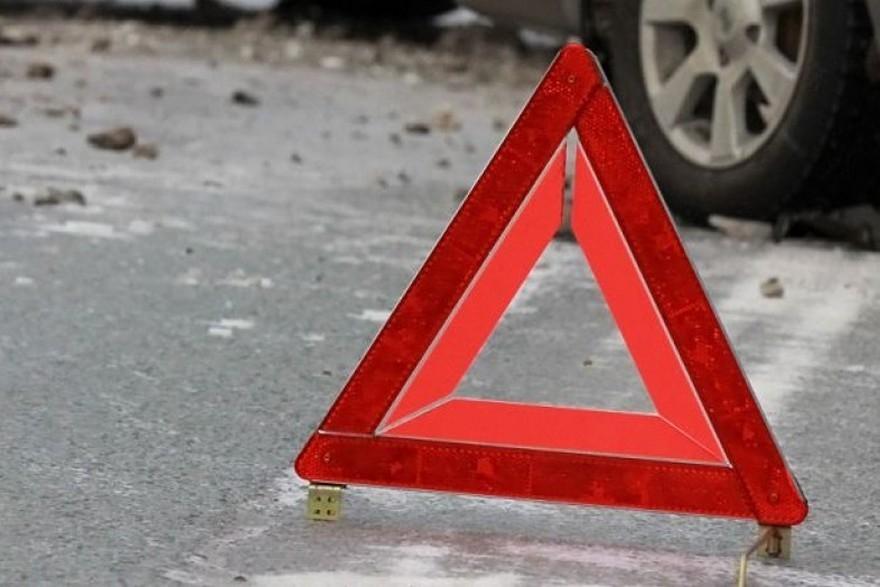 В Запорожской области легковое авто влетело в остановку (ВИДЕО)