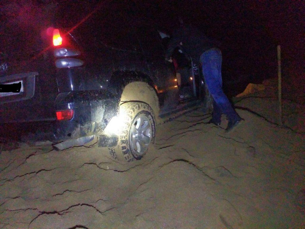 В Запорожской области авто застряло на берегу водохранилища (ФОТО)