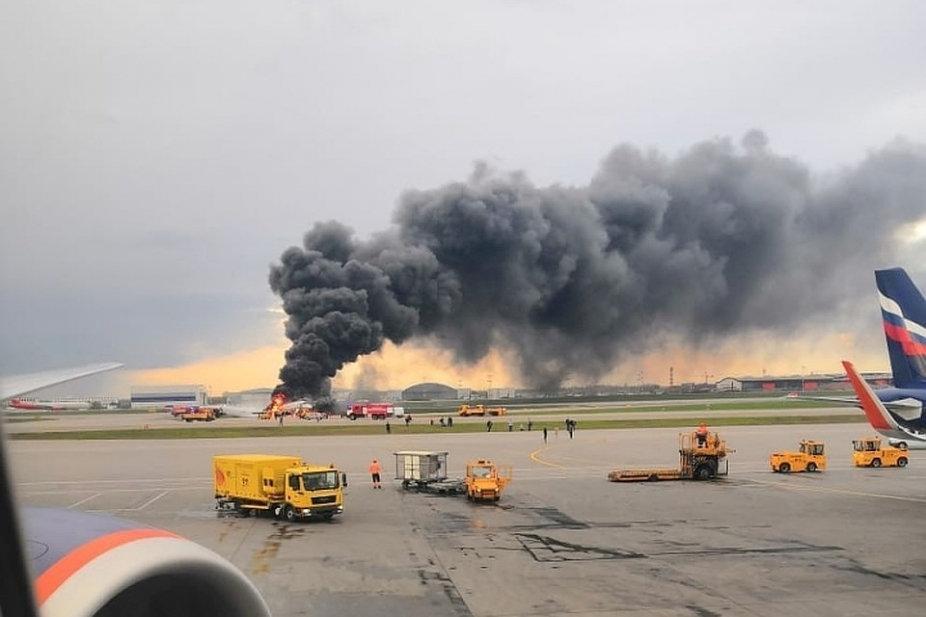 При пожаре на борту самолета в «Шереметьево» погибла большая часть пассажиров (ВИДЕО)