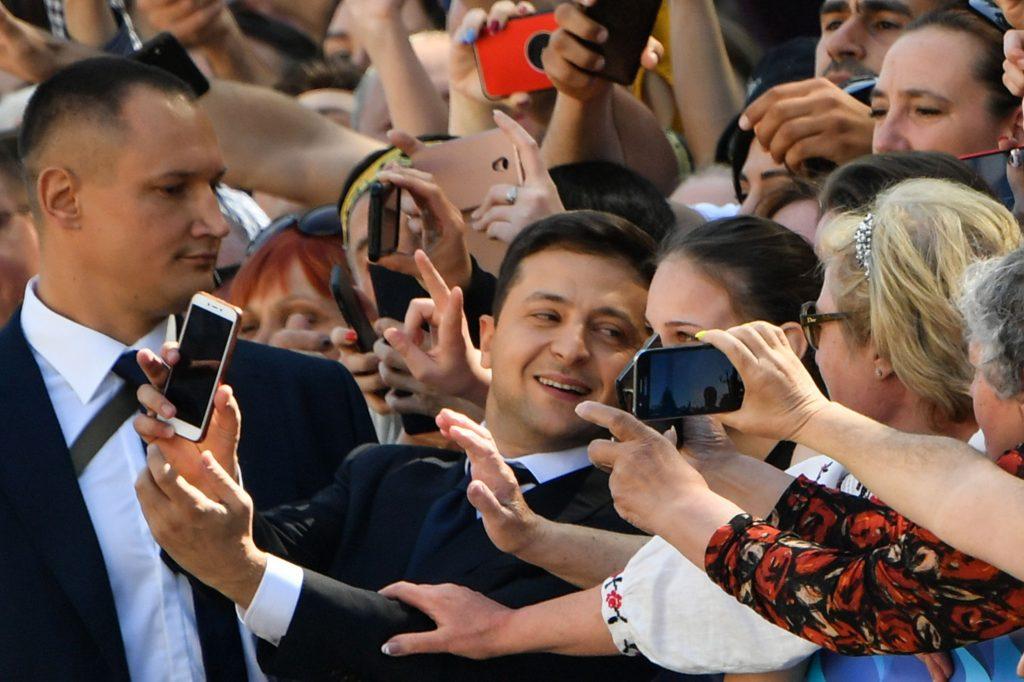 Известные запорожцы заселфились в Киеве с президентом Зеленским (ФОТО)
