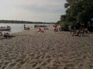 Удобства, цены, чистота: чем встречают отдыхающих пляжи Запорожья (ОБЗОР)