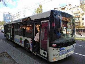 Вместо кондиционеров бутылка в двери: как проветриваются автобусы в Запорожье (ВИДЕО)