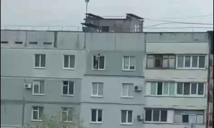 «Человек-паук»: запорожец устроил «прогулку» по карнизу окна 9-го этажа (ВИДЕО)
