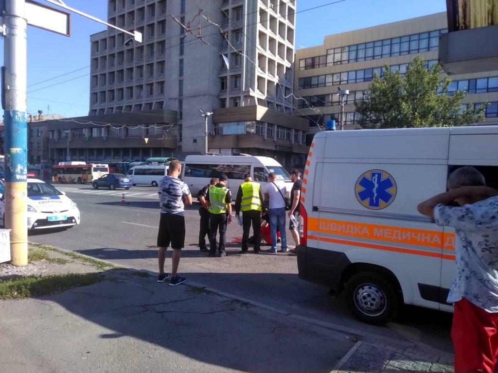 Возле «Интуриста» водитель «Ланоса» насмерть сбил женщину, переходившую проспект (ФОТО)