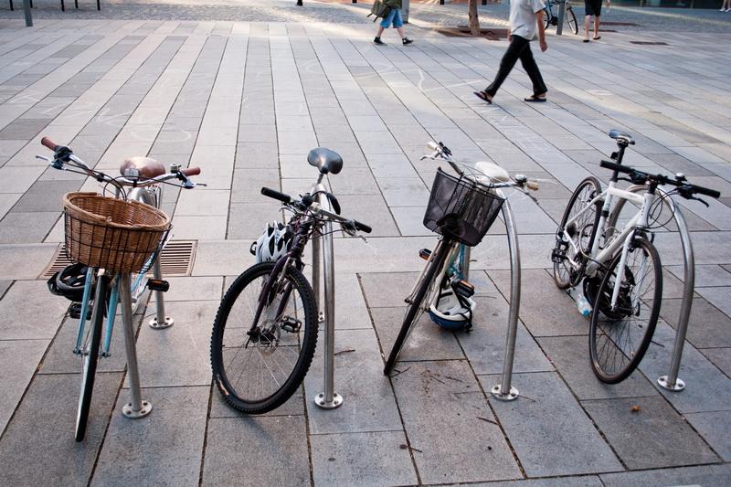 Запорожцы создали петицию об установке велопарковок возле школ