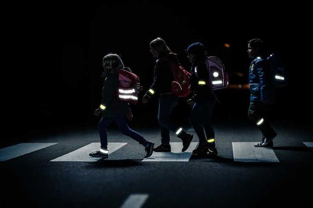 Пешеходам придется носить светоотражающую одежду: новый законопроект