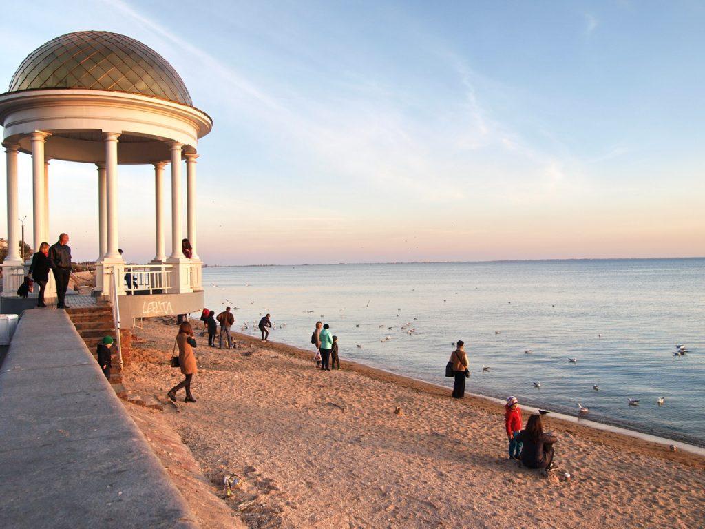 Отдых на Азовском море 2020: обзор цен на курортах Кирилловки, Бердянска, Геническа и Арабатской стрелки