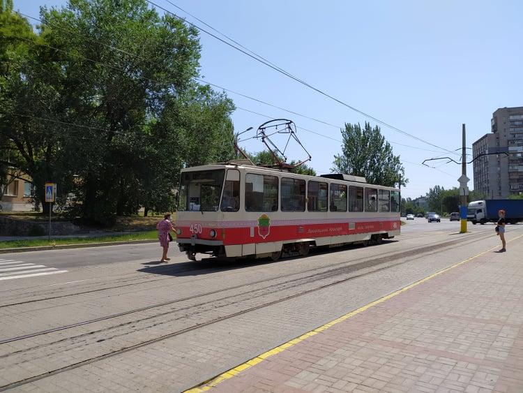 В Вознесеновском районе Запорожья временно не будут ходить трамваи
