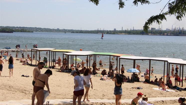 Вода на двух самых популярных пляжах Запорожья содержит кишечную палочку