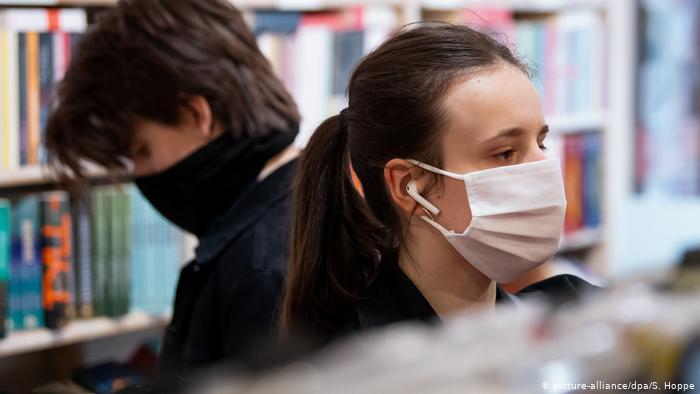 Украинский врач рассказал, когда ждать третью волну COVID-19