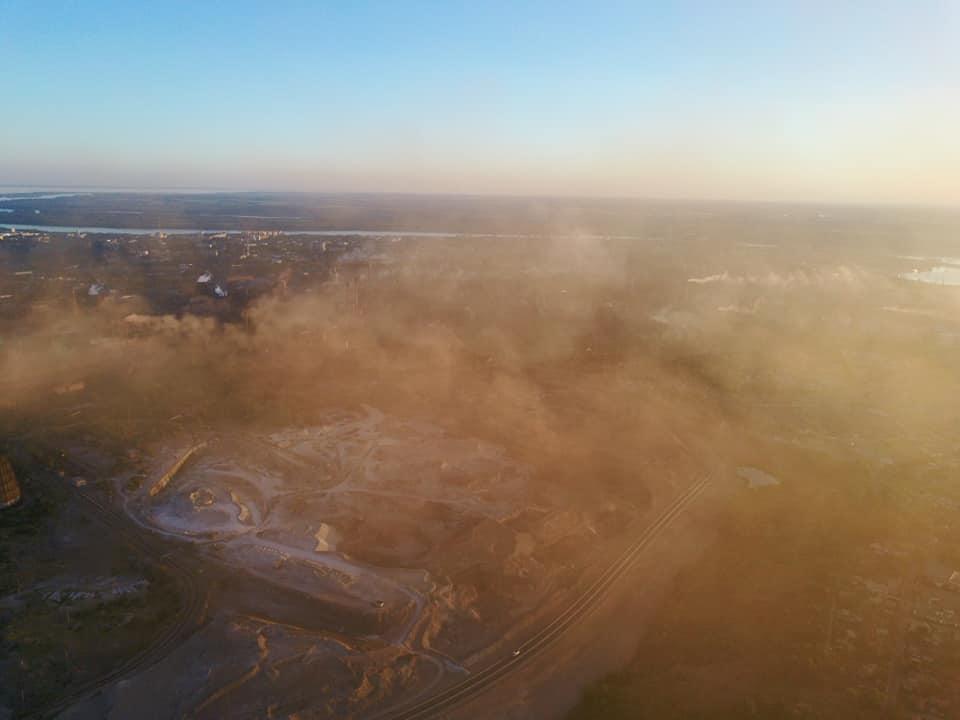 Жители спального района Запорожья массово пожаловались на выбросы ночью