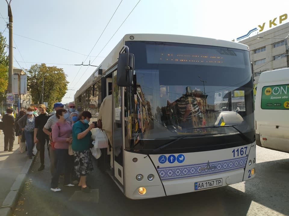 В Запорожье проезд в общественном транспорте будет по справкам: кто сможет пользоваться (СПИСОК)