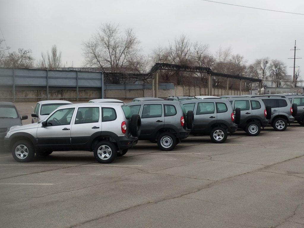 Площадка ЗАЗ заполняется легковыми авто (ФОТО)