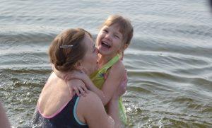 Cотни жителей Запорожья на Крещение окунулись в ледяную воду (РЕПОРТАЖ)