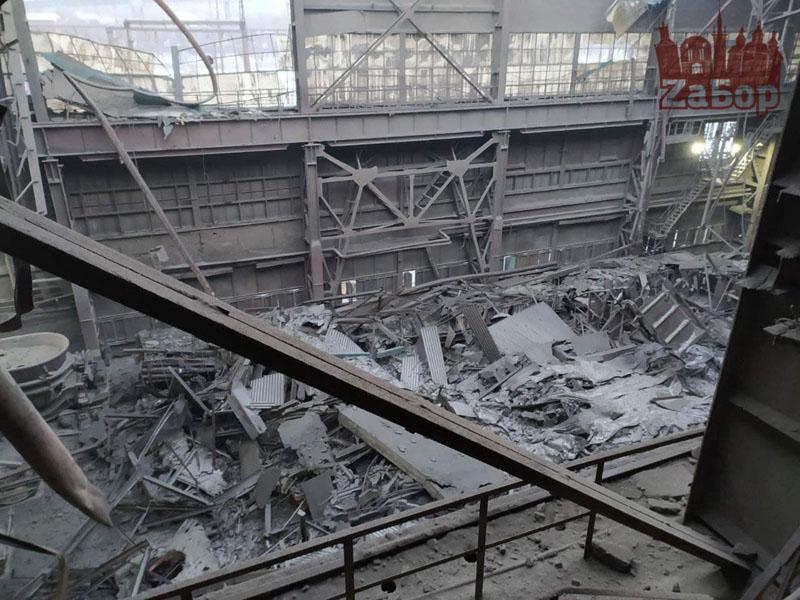 В Запорожье на заводе рухнула крыша в цеху (ФОТО, ВИДЕО)