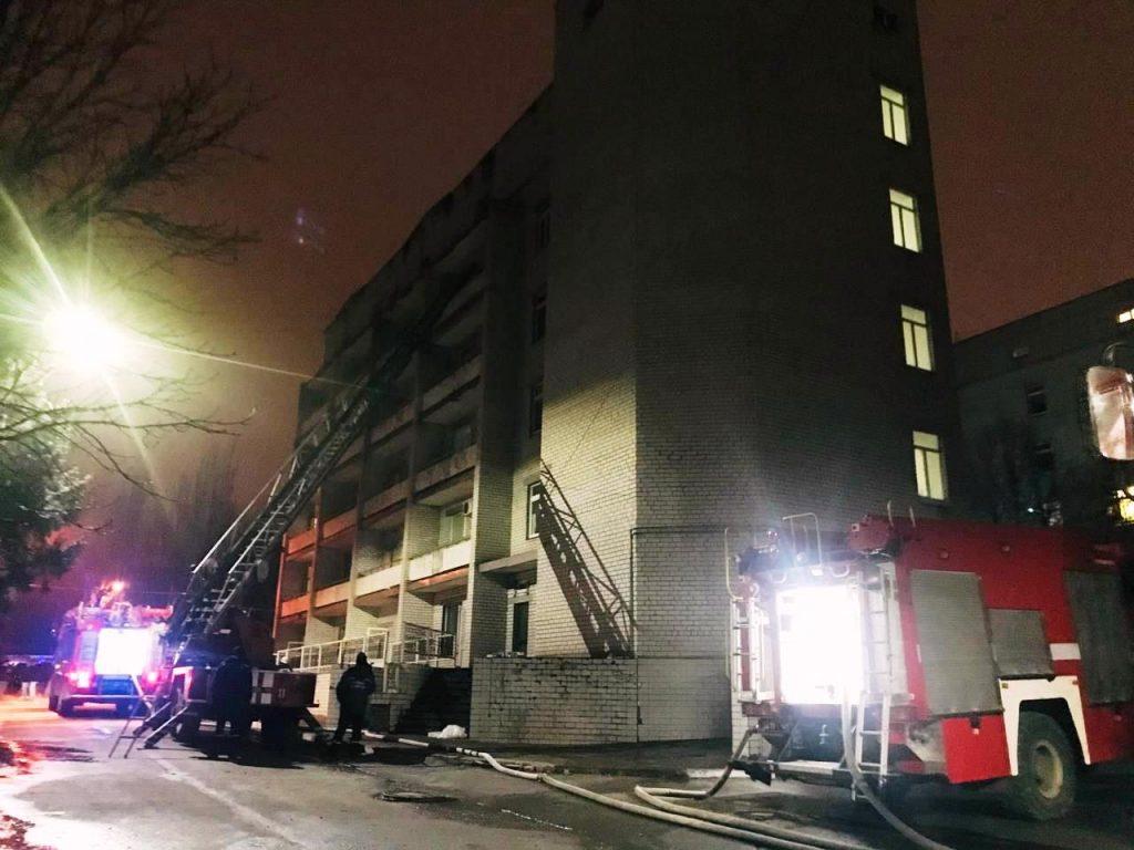 Погибли 3 пациента и врач: подробности ночного пожара в инфекционной больнице Запорожья (ФОТО)