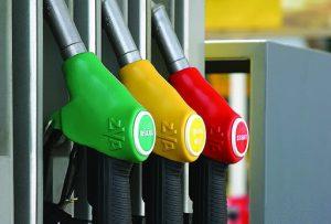 Скандальная сеть заправок делала бензин из растворителей, убивающих двигатель