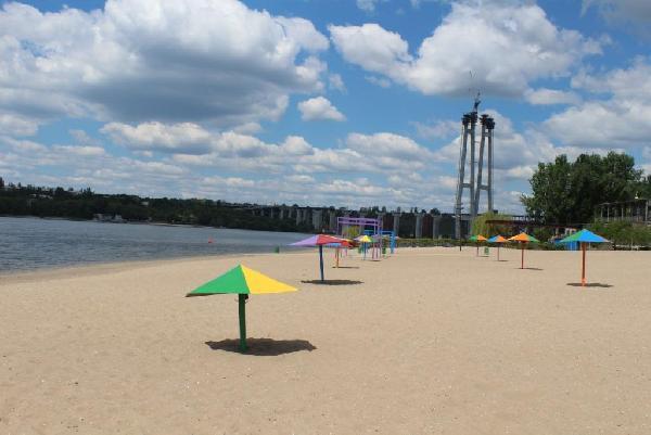 На двух пляжах в Запорожье запрещают купаться из-за кишечной палочки