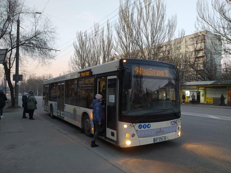 В Запорожье в часы пик изменят движение муниципального транспорта