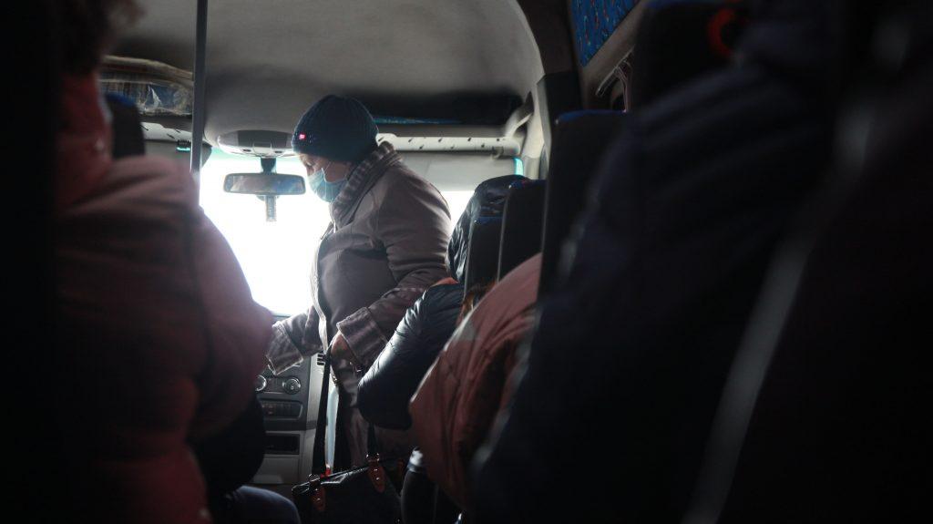Ехала на вакцинацию: пенсионерку выгнали из автобуса в Запорожской области (ФОТО)