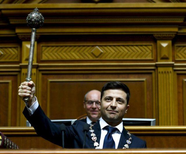 Второй срок Зеленского: больше половины украинцев против
