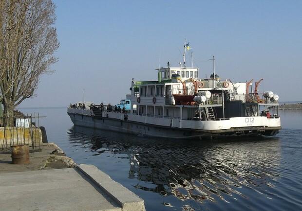 Заработала паромная переправа между Запорожской и Днепропетровской областями (РАСПИСАНИЕ)