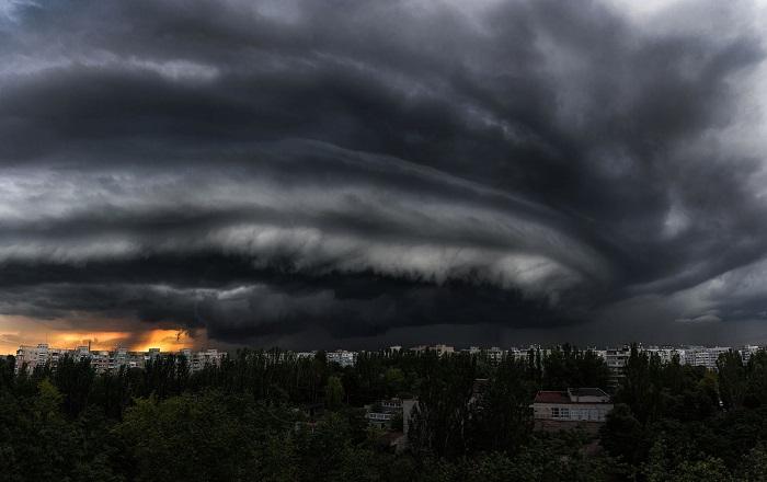 «Конец света»: небо Запорожья ужаснуло пользователей сети (ФОТО)
