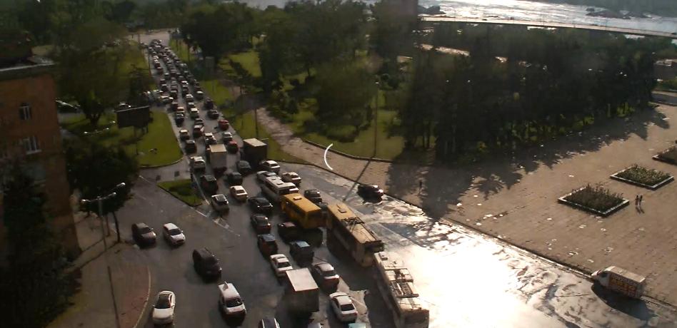 Движение автомобилей по плотине Днепрогэс затруднено