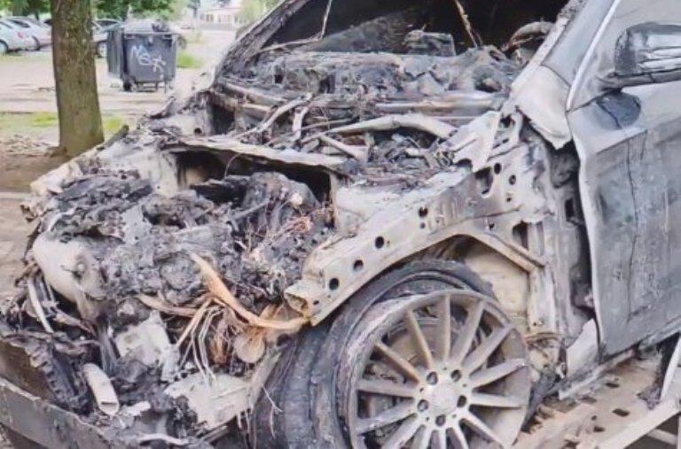 В Запорожье директору службы такси сожгли авто: как это происходило (ВИДЕО)