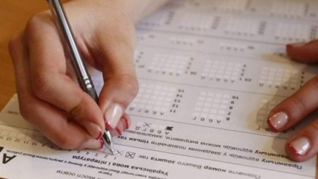 С 16 июля будущие педагоги, медики и кандидаты на должности госслужбы будут сдавать экзамен по украинскому языку